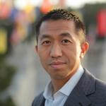 Dr Kai L. Chan (L)